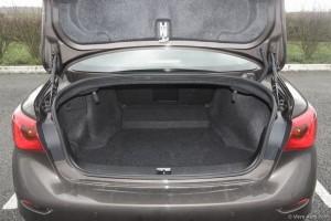 Coffre Ininiti Q50 - essai Vivre Auto